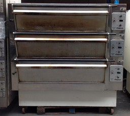 Tom Chandley 3 Deck 9 Tray Extra High Crown Deck Oven - Product Code DO12